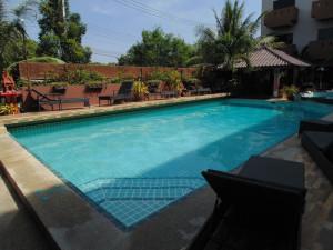 pattaya hotel for sale swimming pool
